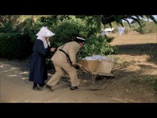 "фрагмент из к/ф ""Жандарм и инопланетяне"" (Жербер и монахиня-Крюшо)"