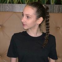 Аделина Латухова