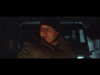Сергей Бурунов, в роли Вити, спасает друзей в новогоднем лесу