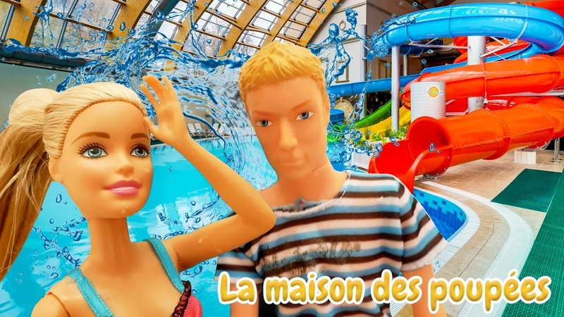 Barbie et Ken dans un parc aquatique. Barbie a besoin d'aide. Vidéo de poupées pour enfants.