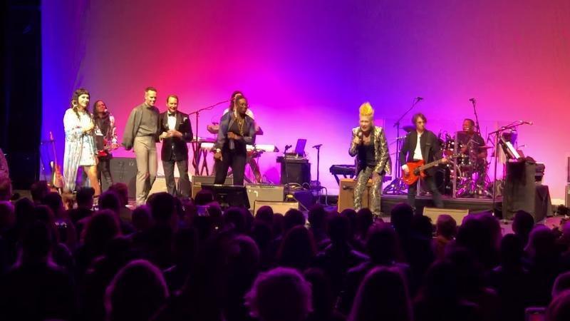 Girls just wanna have fun - Cyndi Lauper Kesha - Live at Novo
