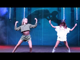 Воспитанницы шоу-балета Тодес Даша и Ева