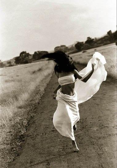 Совершая прогулку по Своему внутреннему миру - будьте готовы, вернувшись, встретить другого человека ..