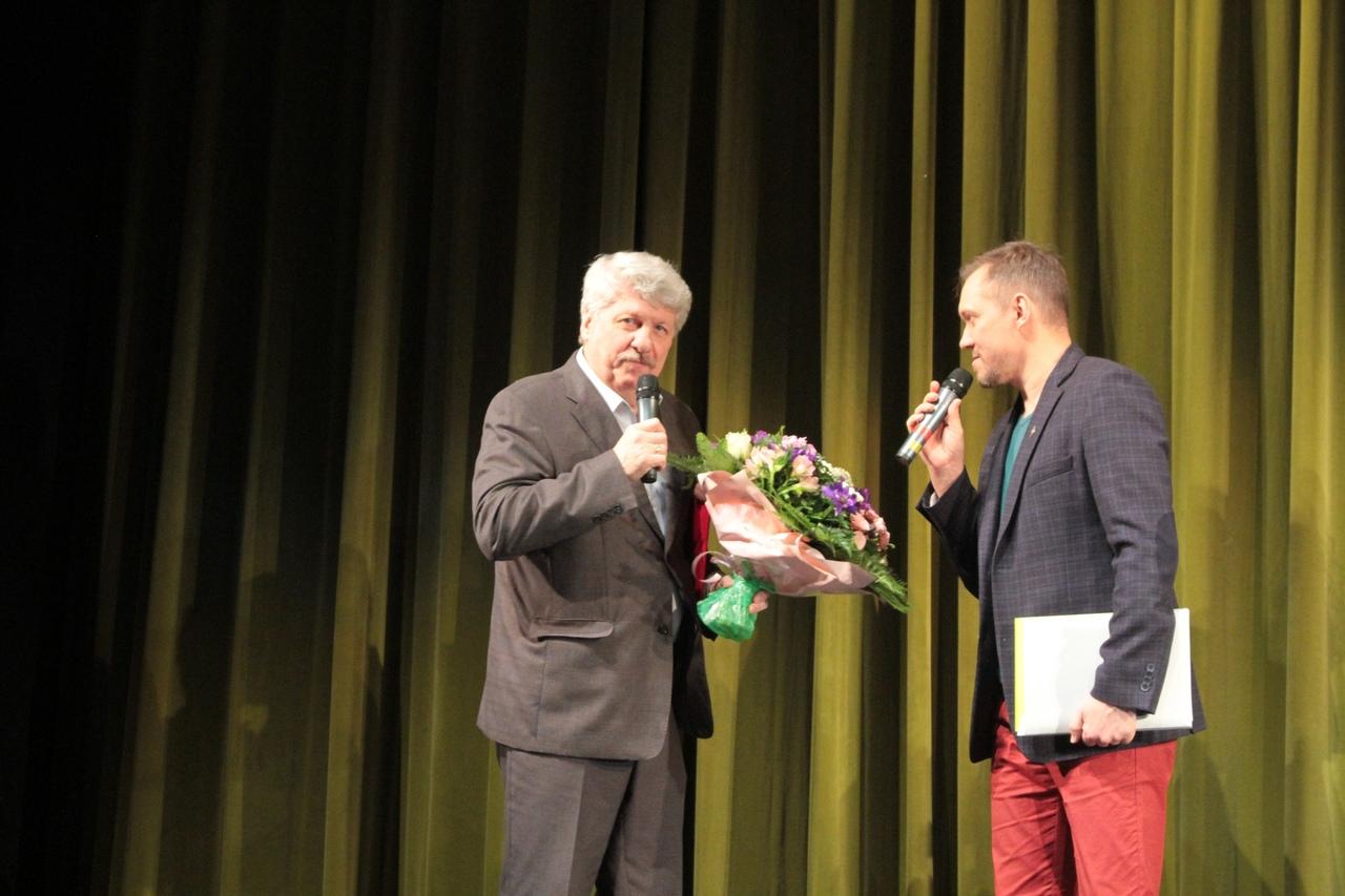 Поздравления театру Дождей от его верных друзей.