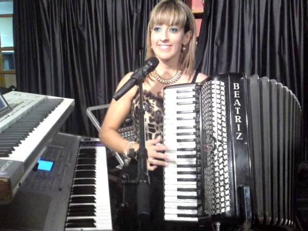 Beatriz y su acordeon la jota
