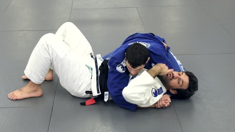 Rolles Gracie side control escape Guard recovery