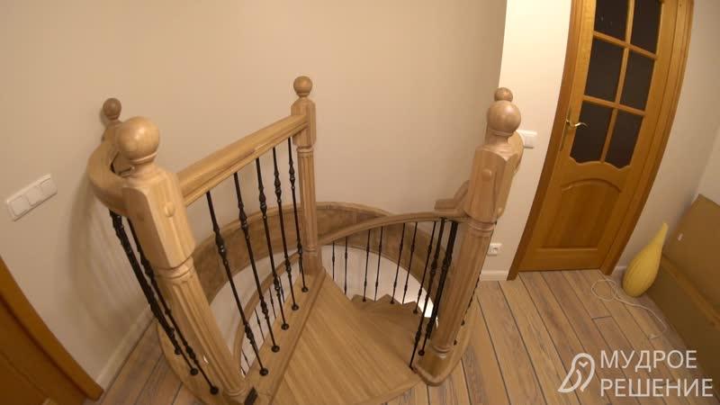 Винтовая деревянная лестница с подсветкой от компании Мудрое Решение