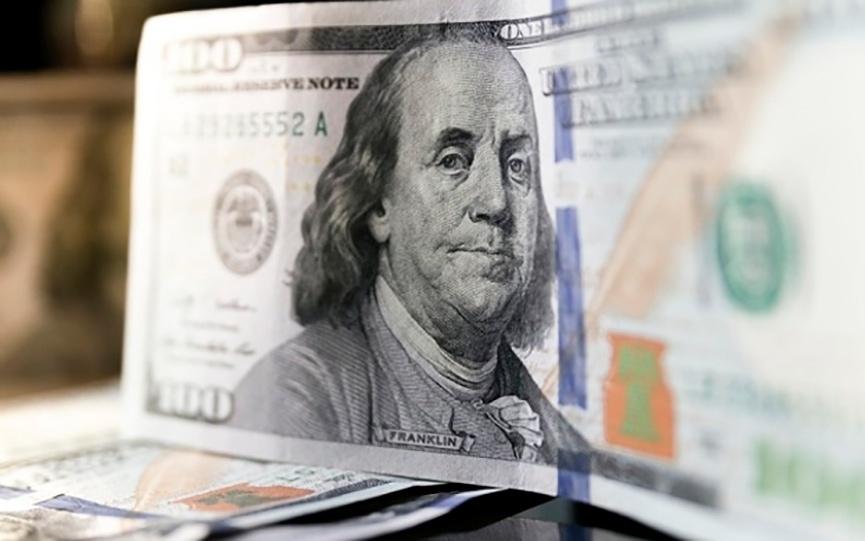 Брестчанка нашла на улице 100 долларов, принесла их в банк и узнала, что они фальшивые