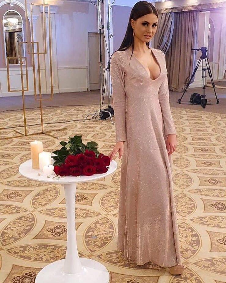 Bachelor Ukraine - Season 10 - Max Mihailuk - Contestants  - *Sleuthing Spoilers* - Page 4 OvoJ3QasFXE