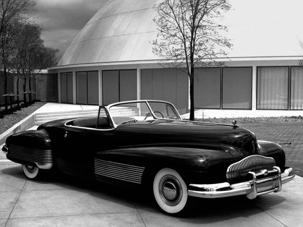 uic Y-Job В 1937 году главным инженером подразделения Charles Chayne и его командой было подготовлено шасси Buic длиной 6096 мм. Харли Эрл затем приступил к тому, чтобы создать для него кузов