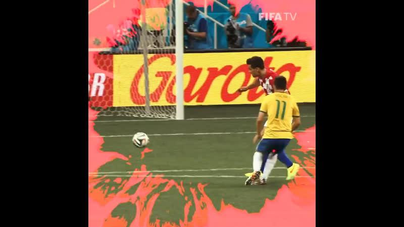 """🇧🇷 Futebol de várzea"""" in the WorldCup  👌 Oscar's toe poke goal at Brazil2014 brought Brazilian street style to the"""