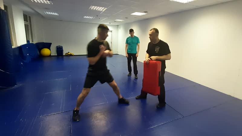 Освобождение от захвата одной рукой с ударом - практика 2