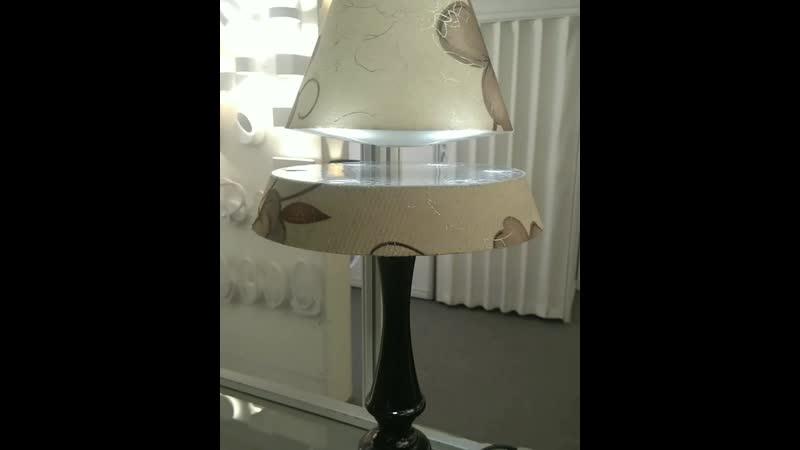парЯщий светильник