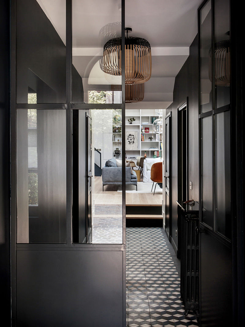 Высокие потолки и творческая атмосфера: квартира в помещении бывшей фотостудии в Париже || 01
