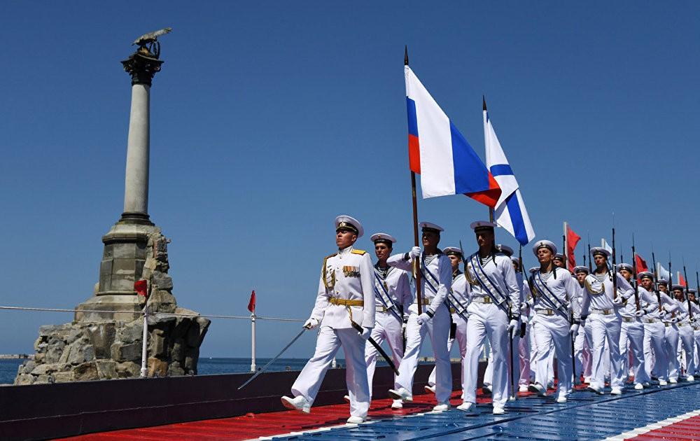 Морской парад в честь Дня Военно-морского флота