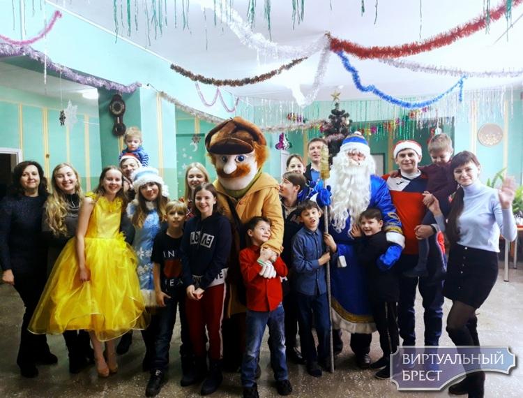 Кому дарили новогоднюю радость предприятия и организации Ленинского района г. Бреста?