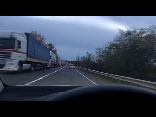 Черга на кордоні з Словаччиною розтягнулась на кілометри
