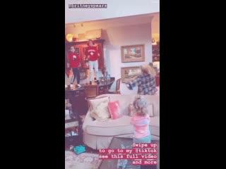 Бритни Спирс (Britney Spears) с племянницами в TikTok своей сестры Джейми Линн (Jamie Lynn) 2019 (1)