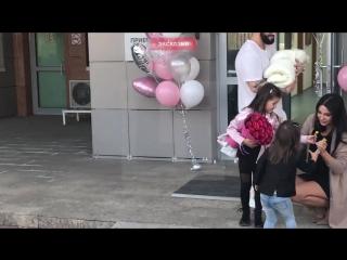 Эксклюзивное видео с выписки из роддома жены рэпера Джигана Оксаны Самойловой
