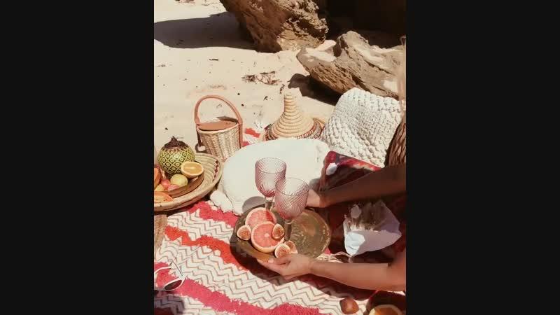 How I do beach picnics 🌊🍊🧺🍾😎 Micah Gianneli