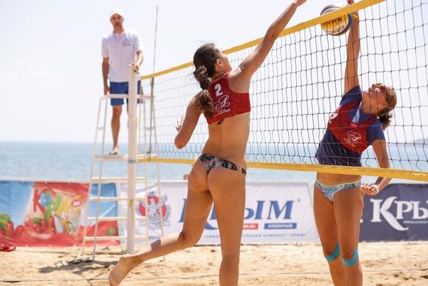 Фото с женского пляжного волейболист