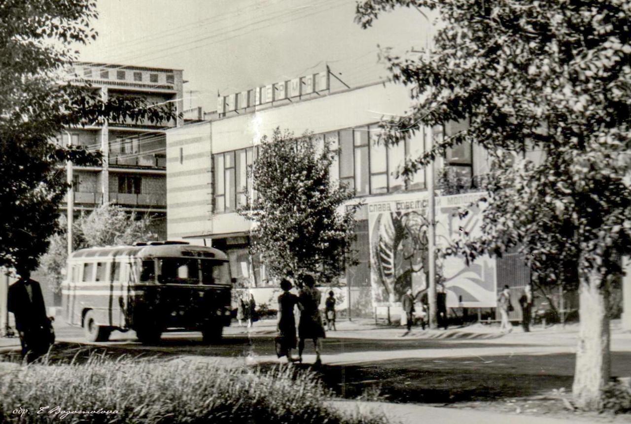 На старых снимках - петровчане и Петровск