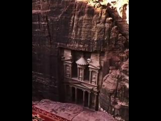 Удивительный древний город в Иордании высеченный в скалах.