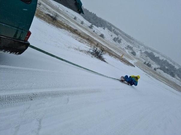❄ На #АйПетри выпал снег: «Кататься получается только на ковре самолете»