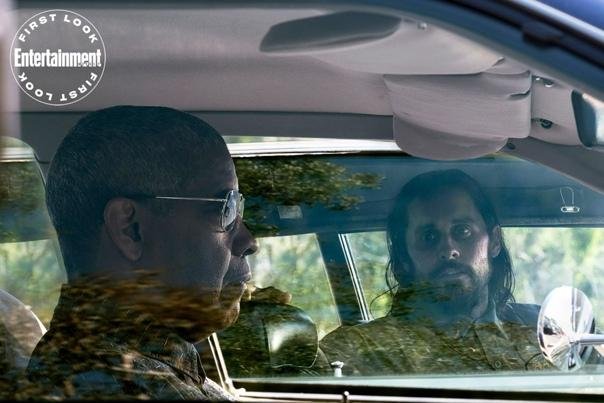 Первые кадры детективного триллера «Мелочи» В главных ролях Дензел Вашингтон, Рами Малек и Джаред Лето. Картина расскажет о молодом детективе (Малек), который объединяется с опытным шерифом