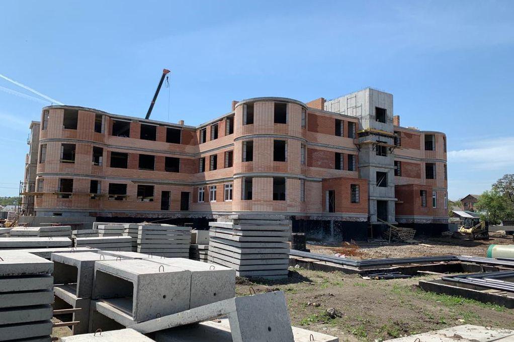 В городе Таганроге продолжается строительство двух детских садов