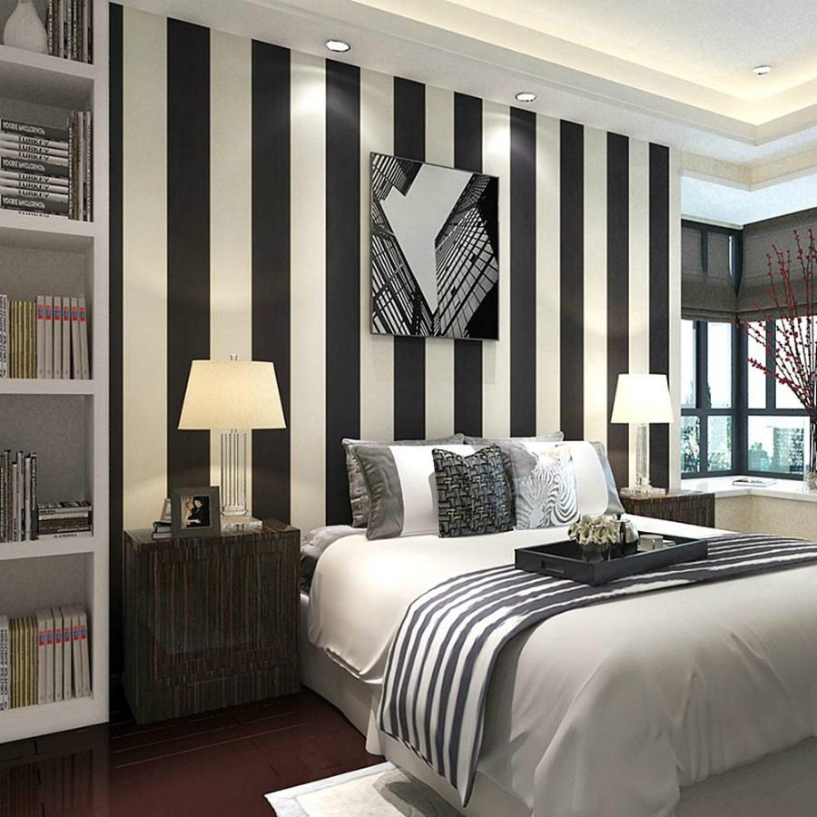 вертикальные черно белые линии на стене