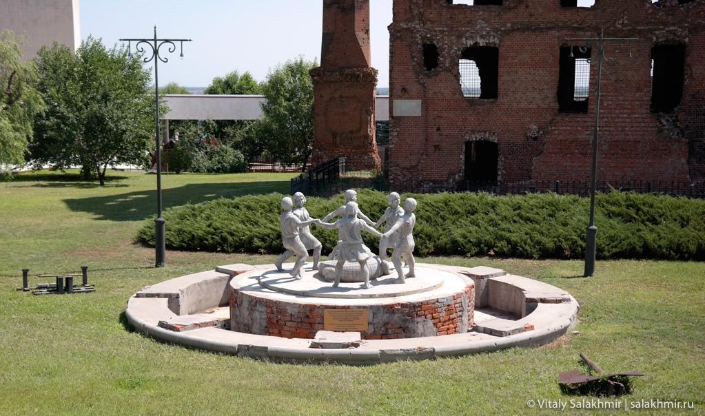 Копия фонтана Бармалей около мельницы Гергардта