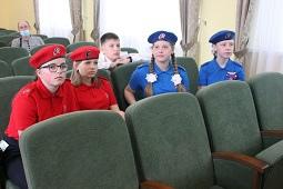 Школьникам района вручили паспорта накануне Дня России
