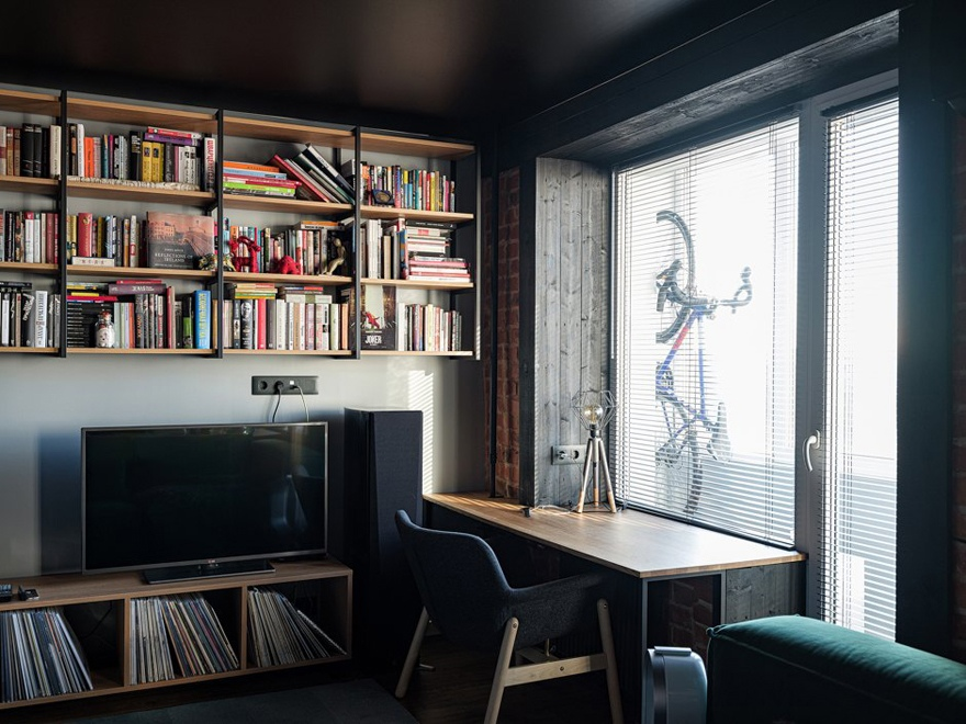 Как вам решение с черным матовым потолком в студии?