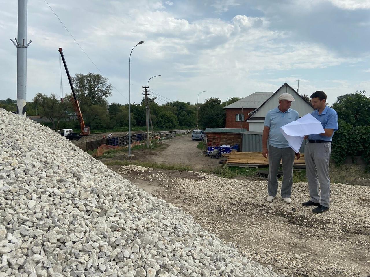 Председатель правительства Саратовской области Роман Бусаргин в режиме ВКС провёл рабочее совещание по вопросу реализации федеральных проектов на территории Петровска