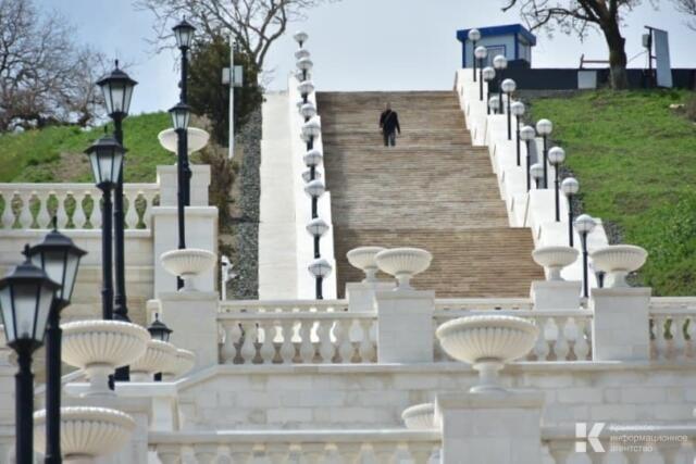 Возле Митридатских лестниц в Керчи убрали строительные ограждения