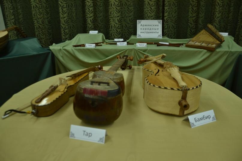 В Центральной библиотеке проходит выставка армянских народных инструментов, изображение №2