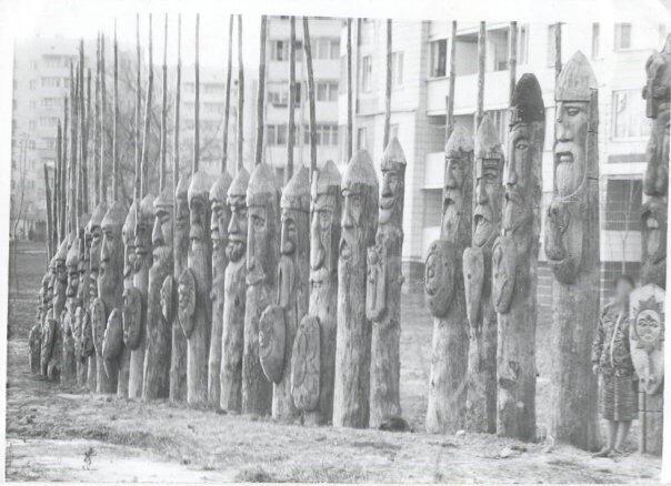 Вот такие резные фигуры русичей ставили в советские годы 210757