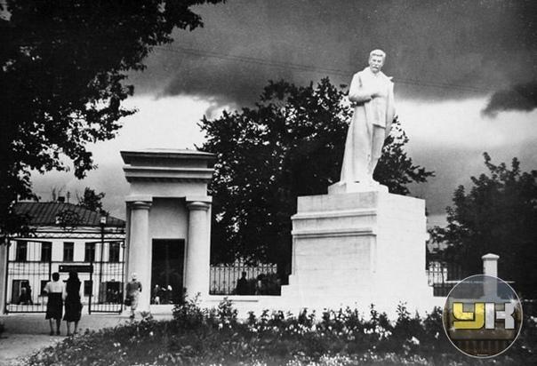 Памятник И.В.Сталину на бульваре. 👤 Фото С.С. Миха...