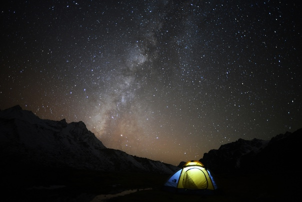 «Для того чтобы увидеть звезды, с каждым годом все дальше и дальше надо уезжать от дома…»