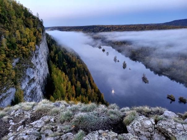 Камень Ветлан на берегу реки Вишера (Пермский край)