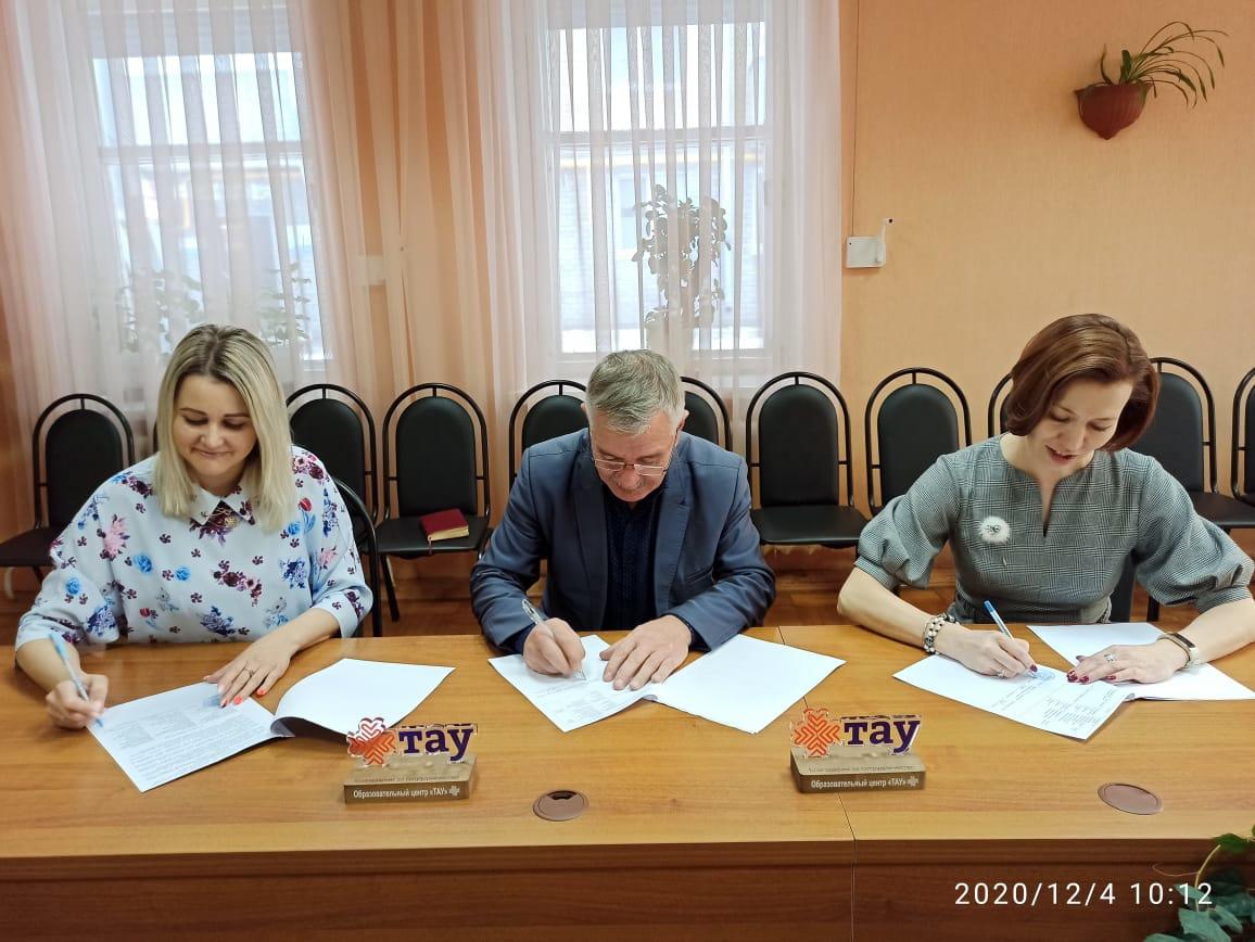 Сегодня директор Информационно-методического центра Олеся Логинова, директор