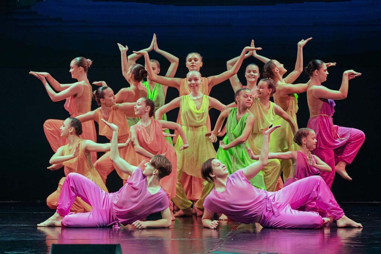 Поздравил с юбилеем ансамбль танца «Дельфи». Своё 20-летие