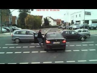Dreister BMW-Fahrer rockt eine Kreuzung in Lemgo. Must see!!! Teil 2