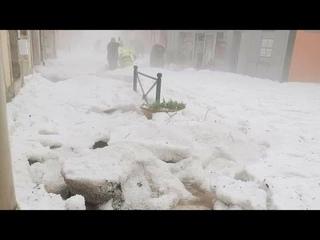 Впечатляющий градовый шторм во Франции. Ужacные последствия.