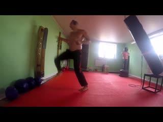Каратэ-До. Отработка техник спортивного кумитэ на макиваре.