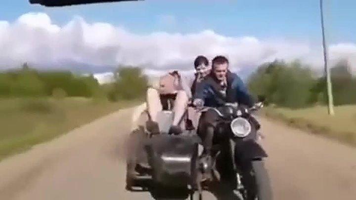 Так весело ехали вдруг друга потеряли