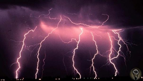 Интересные и малоизвестные факты о молниях Для одних молния это застежка, для других обозначение того, как быстро надо сбегать в магазин, а для третьих то, что нарисовано на радиаторной решетке