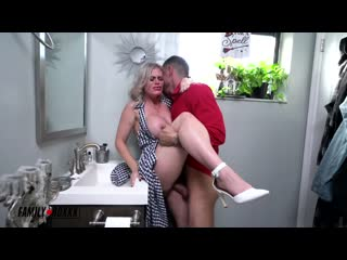Casca Akashova, Aria Banks - Taboo Fucksgiving порно porno 2020