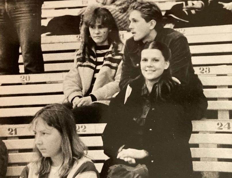 Супруга Михаила Юзько Ираида (справа) наблюдает за игрой мужа